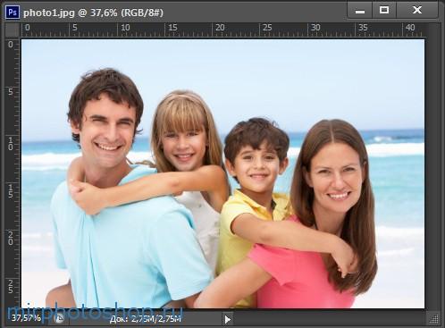 Как вставить фотографию в фотошоп рамку?